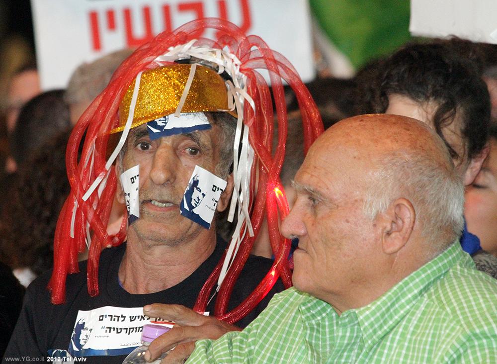 עצרת רבין 2012, מול הבמה